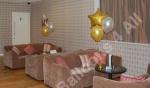3 balloon table display