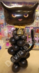 Free standing balloon display of a halloween cat